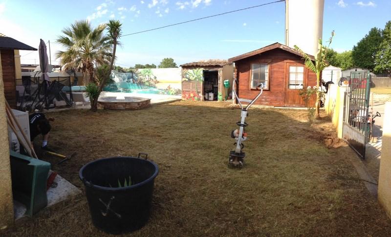 Création d'une pelouse avec arrosage à Mudaison (avant)